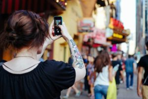 Taking Selfies – Why Most People Are Obssessed With Them