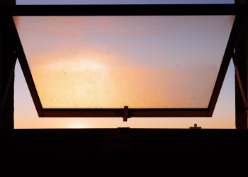 Effective Tips on Keeping Your Windows Sparkling Clean