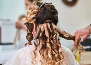 Pin Curls for Styling Your Hair – Get a Refreshing New Look